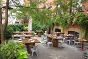 rodneysoysterhouse_patio1