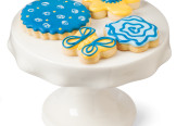 Cookies from $5 by Jacqueline Long & Mini cake tray $28 by Stéphanie Goyer-Morin